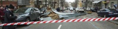 В Киеве из помещения суда ветром унесло часть архива