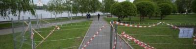 У будущей церкви в екатеринбургском сквере строят забор под охраной МВД