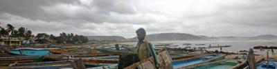 В Индии из-за циклона эвакуируют около миллиона человек