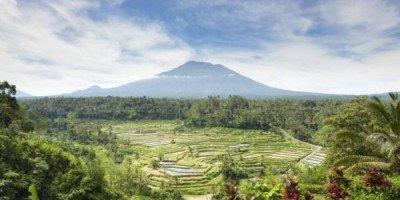 Российских туристов призвали не посещать районы около вулкана Агунг на Бали