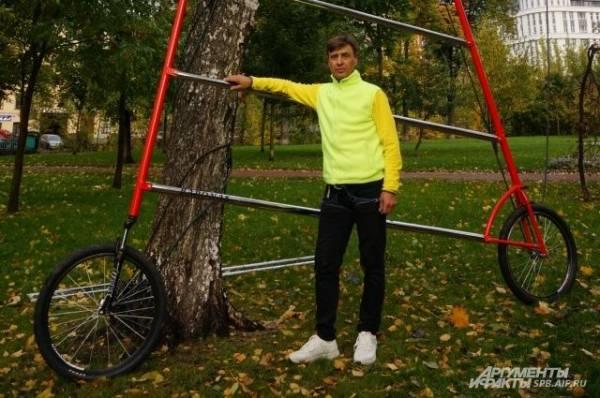 Фото Двухколёсный рекордсмен. Петербуржец собрал самый высокий велосипед в мире