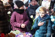 Фото Слезы большой страны. Москва вышла почтить память погибших в Кемерове