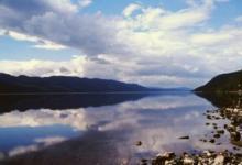Фото Миф озера Лох-Несс. Существование Несси опровергли, но она появилась вновь
