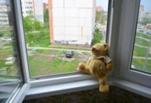 Фото Осторожно, воздух! Как обезопасить ребёнка от падения из окна