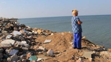Фото Спасались хламом. Жители хутора укрепляют берега мусором с атомной станции