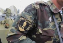 Фото В Крыму активисты в форме «вежливых людей» поздравили женщин с 8 марта
