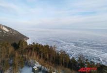 Фото МЧС просит туристов воздержаться от прогулок по льду на южной части Байкала