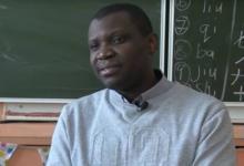 Фото «Самый северный африканец». Как нигериец якутских детей китайскому учит