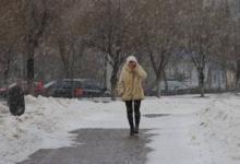 Фото Гидрометцентр призвал россиян не убирать зимние вещи