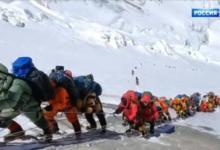 Фото В очереди за смертью. Известный альпинист — о «пробке» на Эвересте