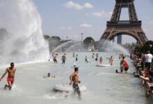 Фото В Париже температура поднялась выше 42 градусов