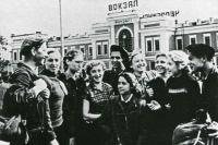 Photo of Друзьям на память города дарить. Слава нашла строителя только через 45 лет