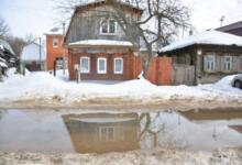 Photo of Из-за разлива реки Лены в Якутске была повреждена дамба