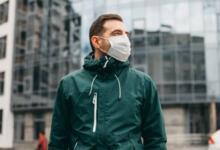 Фото Во Франции могут увеличить штрафы за выброшенные на улице маски и окурки